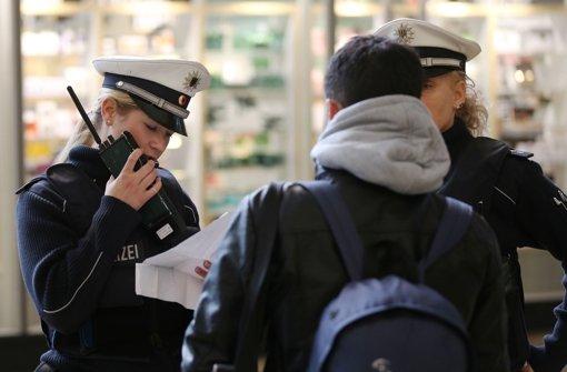 Die Polizei hat die ersten Verdächtigen nach den Übergriff auf Frauen am Kölner Hauptbahnhof ermittelt. Foto: dpa