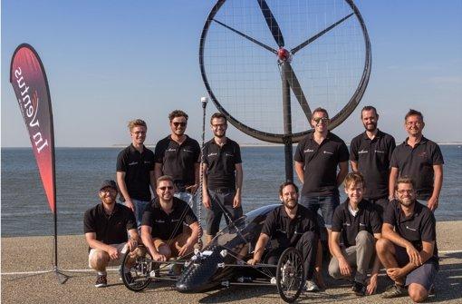 Das Team auf einem Damm im niederländischen Den Helder. Foto: Inventus