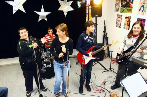 "Die ""School of Rock"" in ihrem Probenraum. Foto: Annegret Jacobs"