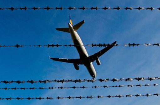 Abgelehnte Asylbewerber aus den westlichen Balkanländern werden oft mit Charterflügen in ihre Heimat zurückgebracht. Foto: dpa