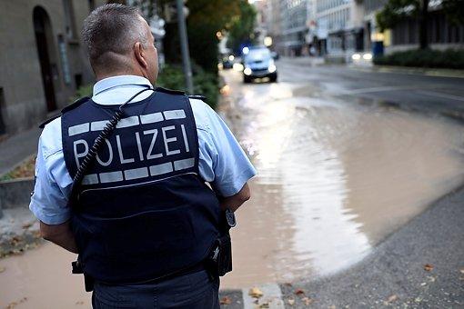 Wasser strömt über Rotebühlstraße