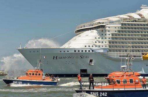 Weltgrößtes Kreuzfahrtschiff sticht in See