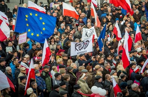 Polens Präsident setzt Gerichtsreform in Kraft