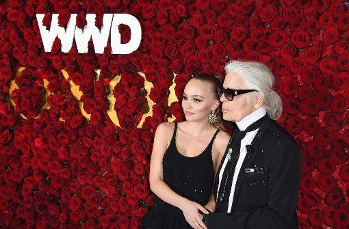 Großer Auftritt von Lily-Rose Depp mit Karl Lagerfeld
