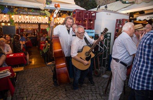 Weindorf live: In vielen Weinlauben spielen Musikanten handgemachte und unverstärkte Musik.  Foto: 7aktuell.de/Adomat