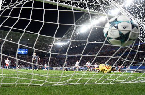 Nach dem Champions-League-Spiel in Leipzig ist ein Mann im Stadion zusammengebrochen. Foto: dpa-Zentralbild