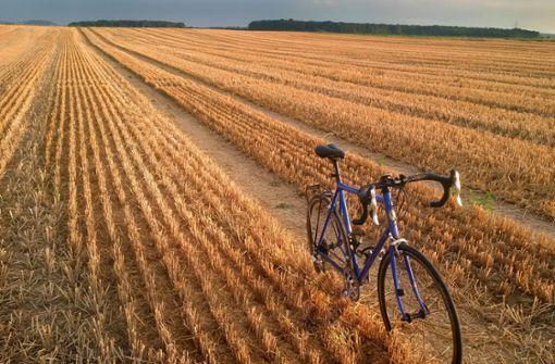Ein Rad im Stoppelfeld bei Hemmingen: Das Bild von Stefan Frank aus Gerlingen belegte den dritten Platz unseres kleinen Wettbewerbs. Foto: Stefan Frank
