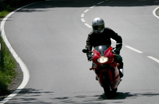 Illegales Motorradrennen auf der B 10