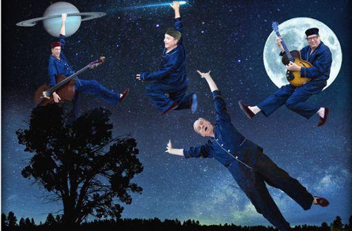 """So werben Ulrich Tukur und die Rhythmus Boys für ihr Programm """"Grüß mir den Mond"""" Foto: Katharina John"""