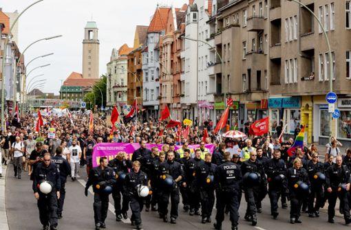 Proteste gegen Neonazi-Aufmarsch zum Tod von Rudolf Heß