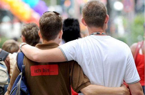 Mann attackiert schwules Paar in der Straßenbahn