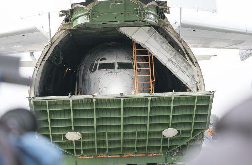 """Im Bauch des Frachtflugzeugs befindet sich die Lufthansa-Maschine """"Landshut"""". Foto: 7aktuell.de/Andreas Friedrichs"""