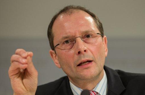 Sachsens Innenminister Markus Ulbig (CDU) hat das Vorgehen der Polizei verteidigt. (Archivfoto) Foto: dpa