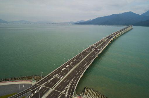 Weltweit längste Meeresbrücke eröffnet