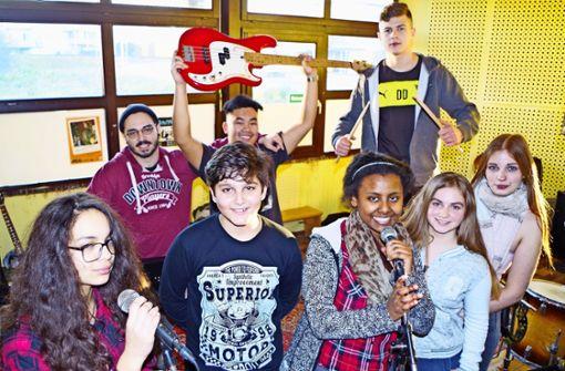 Die Musiker des Musical-Projekts sind ein eingespieltes Team im Proberaum. Foto: Janine Beck