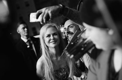 Nicole Kidman posiert mit einem Fan... Foto: Getty Images