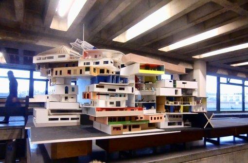 Die Studenten haben die Wohnungs-Modelle zu einem Wohnkomplex aufeinander gestapelt. Foto: Kunstakademie