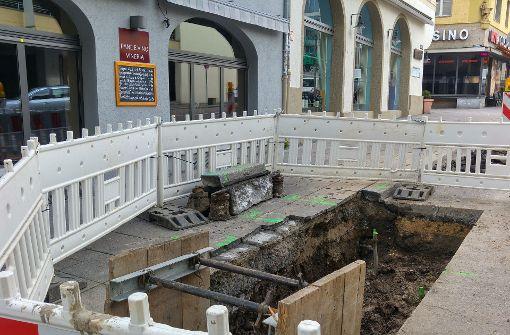 Hier unter der Steinstraße vor dem Pane e Vino verläuft die Wasserleitung. Foto: Jürgen Brand