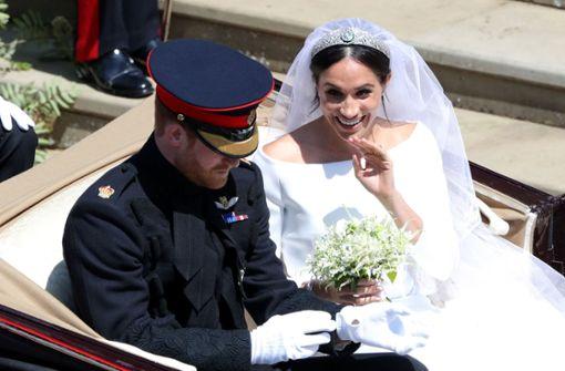 Kutschfahrt durch Windsor: Meghan, die frischgebackene Herzogin von Sussex, und Prinz Harry Foto: AP