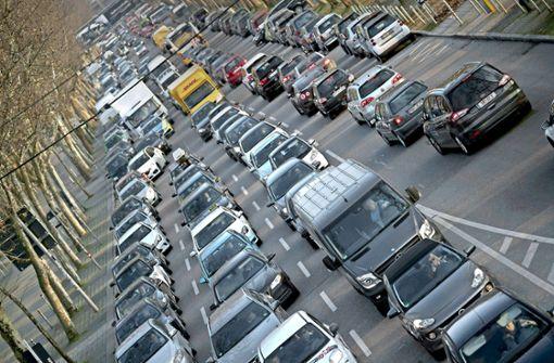 Der Autoverkehr im Talkessel stagniert auf hohem Niveau. Foto: dpa