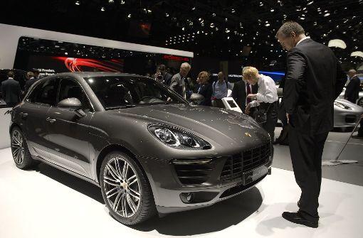 Der Sportwagenbauer Porsche will einem Medienbericht zufolge sein absatzstärkstes Modell Macan in der nächsten Generation nur noch als Elektroauto bauen. Foto: dpa