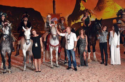 Michelle Hunziker und Heino Ferch stehen auf Pferde