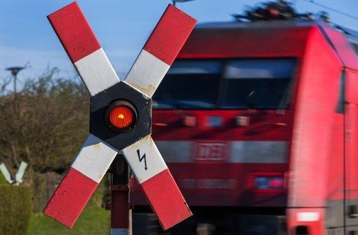 Zug rammt Transporter in Bayern