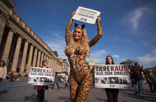 Playmate Ramona Bernhard wütet gegen Transgender-Model