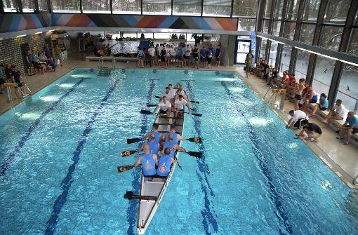Im Drachenboot durch das Hallenbad Vaihingen
