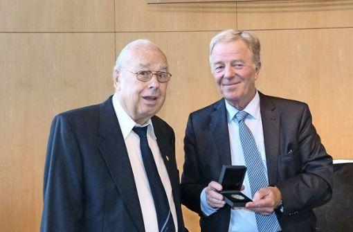 Kurt Ziegler erhält Staufermedaille