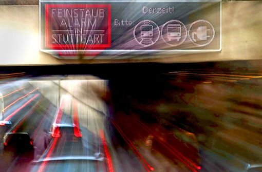Leuchttafeln könnten bald schon wieder auf Feinstaubalarm hinweisen. Am 15. Oktober beginnt die Feinstaub-Saison in Stuttgart. Foto: dpa