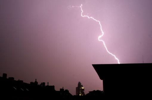 Zwei Frauen von Blitz getroffen