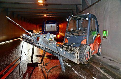 Wieder bleibt ein Lkw am Tunnel hängen