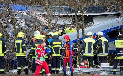 Ein Zug entgleiste, mehrere Waggons stürzten um. Foto: dpa