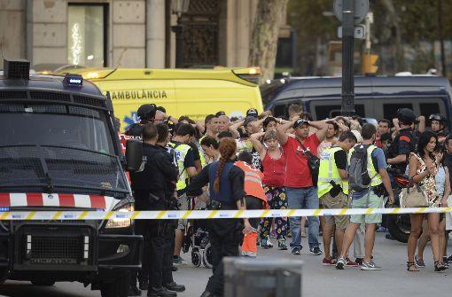 Polizei: Fahrer des Lieferwagens ist weiter flüchtig