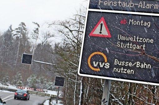 Unübersehbar: Die Stadt weist auf großen tafeln auf den Feinstaubalarm hin. Foto: dpa
