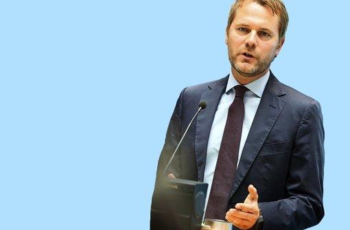Mehr Wettbewerb: Bundesgesundheitsminister Daniel Bahr will das Krankenkassensystem umbauen. Foto: dpa
