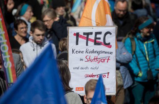 Schon beim Ostermarsch wurde gegen die Rüstungsmesse protestiert. Foto: dpa