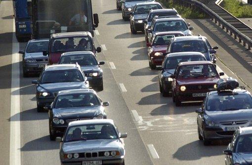 Klebstoff pappt auf der Autobahn