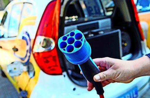 Wie sich die Autobranche wandelt: E-Auto und Jobs: Was bringt die ...