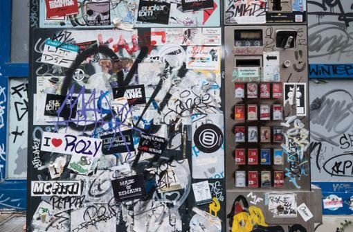 Beim Zigarettenholen ist eine 21-Jährige in der Stuttgarter Innenstadt brutal von einem Unbekannten überfallen worden. (Symbolfoto) Foto: Lichtgut/Achim Zweygarth