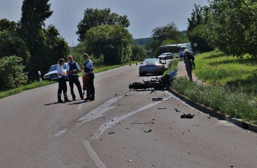 Porsche-Fahrer weicht Tier aus – Biker schwer verletzt