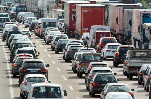 Lastwagenfahrer verliert Kontrolle und stirbt
