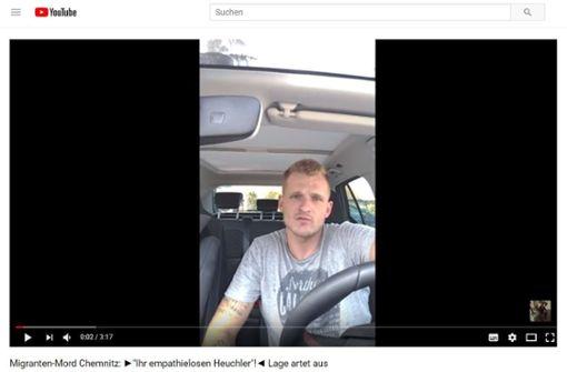 Chris Ares, ein rechter, nationalistischer Rapper mit kurzem Draht zur Identitären Bewegung, wie er sich auf Youtube präsentiert. Foto: Screentshot/ Youtube