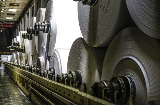 Papierrollen aus der Lenninger Fabrik Foto: Leif Piechowski