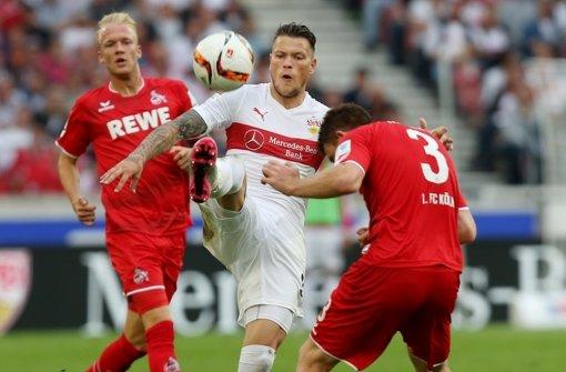 Hier war er noch im Einsatz: Daniel Ginczek im Spiel gegen den 1. FC Köln. Seit Monaten wartet der Stürmer darauf, wieder auf den Platz zurückkehren zu können.  Foto: Pressefoto Baumann