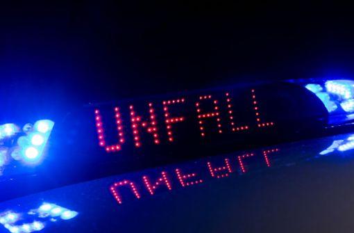 Ein Unfall auf der B14 in Stuttgart bremst den Verkehr erheblich aus. Foto: dpa