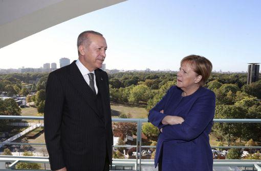 Erdogan lädt Merkel, Macron und Putin ein