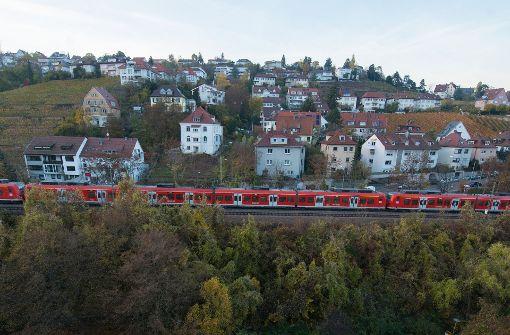 Aussichtsreiche Streckenführung: Die Panoramabahn, hier im Stuttgarter Norden, soll nach dem Bau von Stuttgart 21 für den Nahverkehr genutzt werden, aber möglichst den Anschluss an den Hauptbahnhof behalten. Foto: dpa
