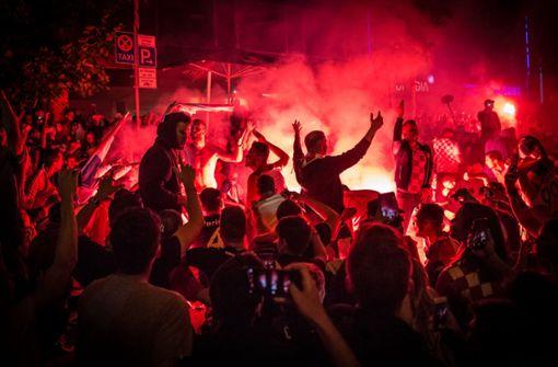 Die kroatischen Fans feiern den den Finaleinzug. Foto: Lichtgut/Julian Rettig